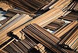 即日起輸出入貨品分類表修訂項目表增列「其他供飾面用、合板用或其他類似積層材用單板,及其他經縱鋸、平切或旋切之木材,不論是否經刨平、砂磨、併接或端接,其厚度不超過6公厘者」1項貨品號列等規定。